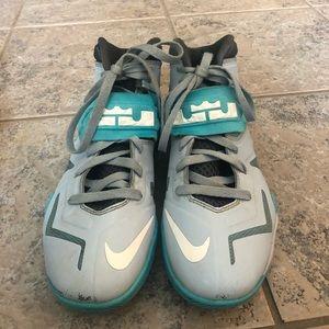 Nike Shoes - Lebron basketball shoes